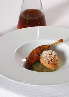 Patrijs op koolrabi, macadamia en eigen bouillon